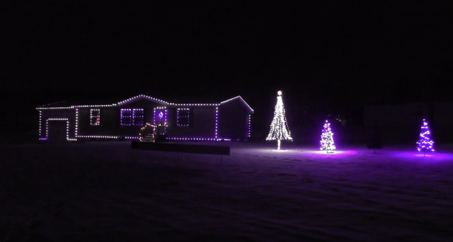 Internet users to control Ohio man's Christmas lights.png