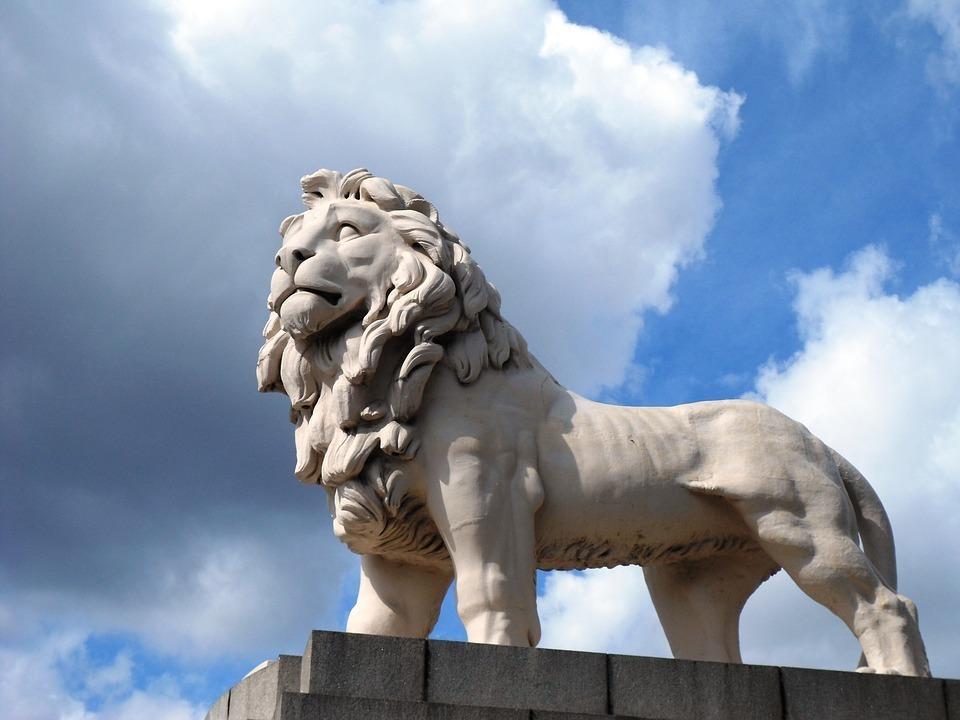 lion-stature.jpg