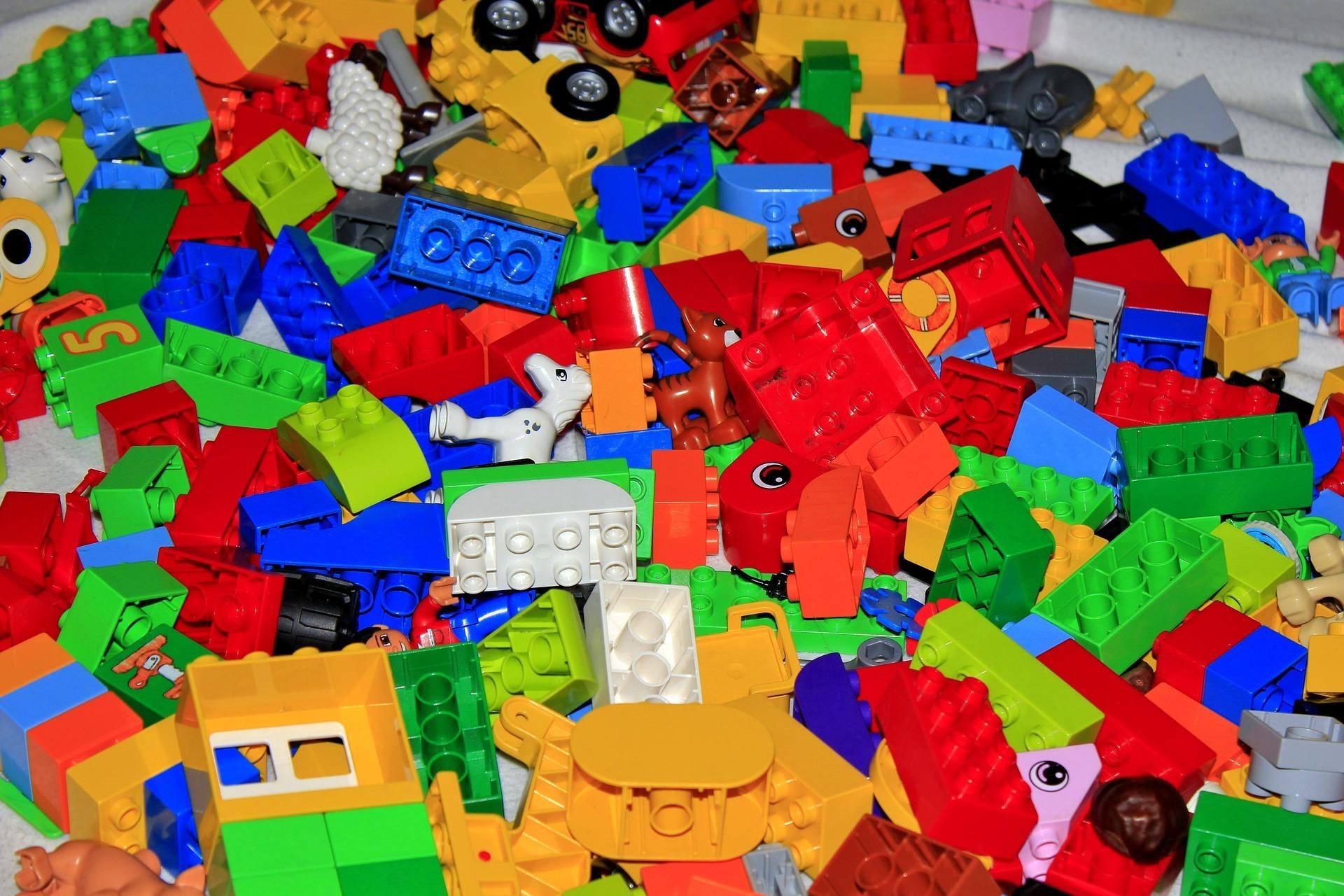 lego-blocks-1230133_1920.jpg