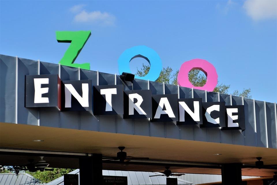 zoo entrance.jpg